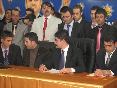 AKP'li gençlerden Akdağ'a destek!.. 1