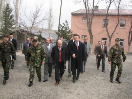 Erzurum Valisi ilçe turunda 1