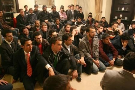 Akdağ Erzurum'da gençlerle buluştu 1