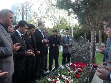 Türkeş'in mezarında büyük buluşma 1