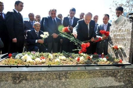 Türkeş'in mezarında büyük buluşma 6
