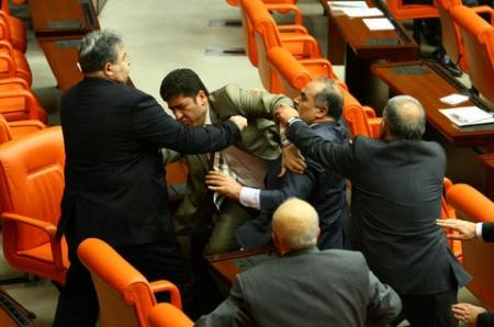Meclis'te ağır siklet güreş 1