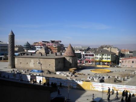 Erzurum 2011'e hazırlanıyor ama 4