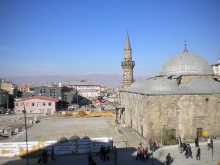 Erzurum 2011'e hazırlanıyor ama 6