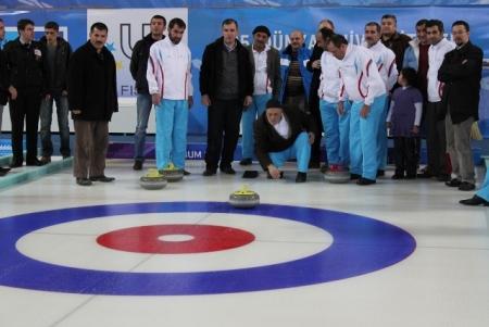 Erzurum'da hastalar curling oynadı 1