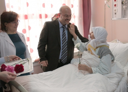 BEAH'da Kadın hastalara karanfil 1