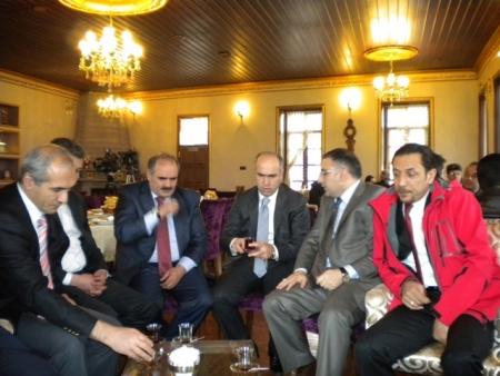 AK Partililer basınla buluştu 3