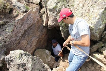 Mağaraya inmeye korktular! 2