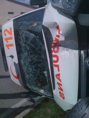Otomobille çarpıştı: 2 yaralı 2