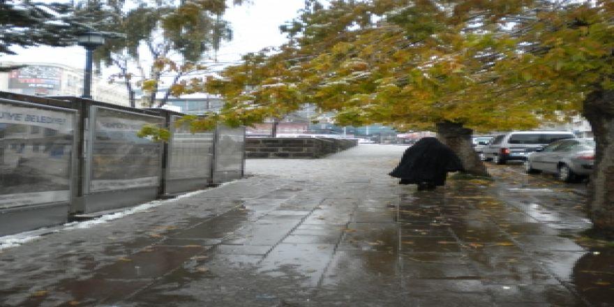 Yağmur, sabah kara dönüştü!