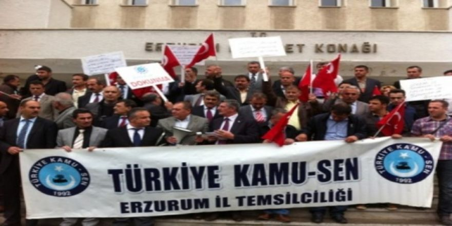 Valilik önünde 'Andımız' protestosu