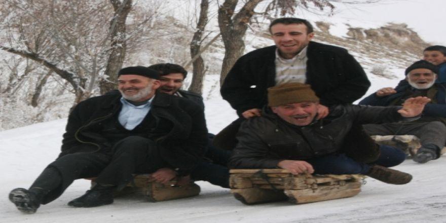 Erzurum'da 'Kardan Adam'lar yarıştı!