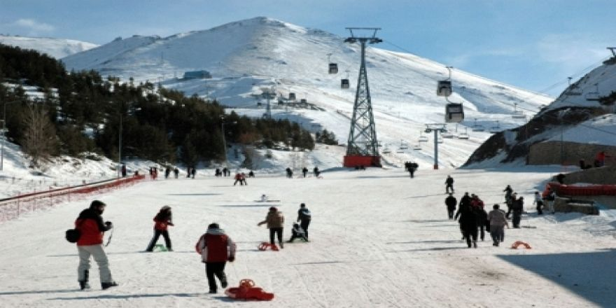 Güneşli havada kayak keyfi!
