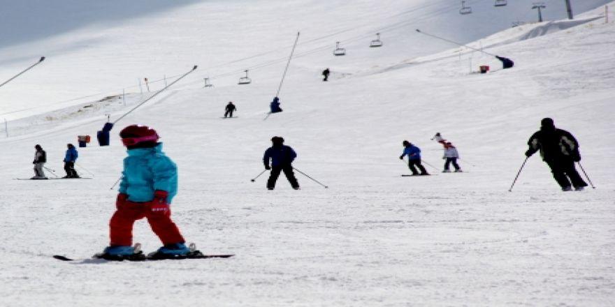Erzurum'da Nisan ayında kayak keyfi