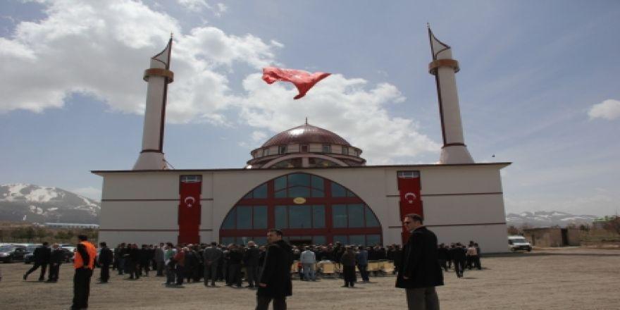 AÜ Cami açılışında herkes oradaydı