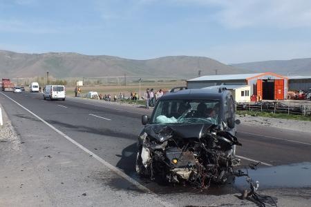 Erzurum'da trafik kazası: 1 ölü, 4 yaralı 1
