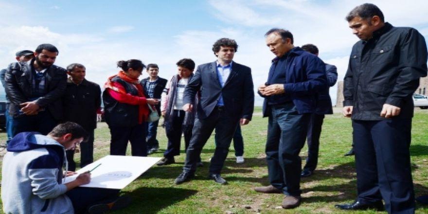 Öğrenciler Erzurum Tabyalarını çizdi