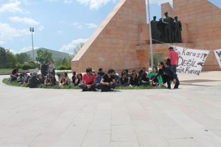 Atatürk Üniversitesi'nde oturma eylemi 1