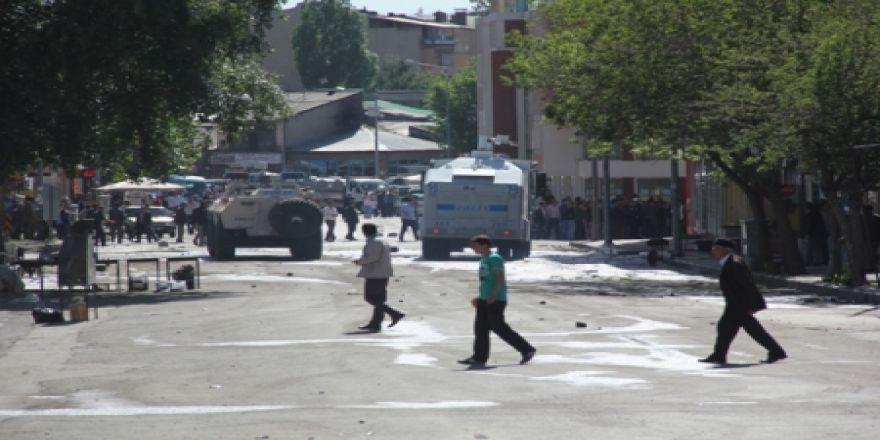 Mahallebaşı semtini savaş alanına çevirdiler