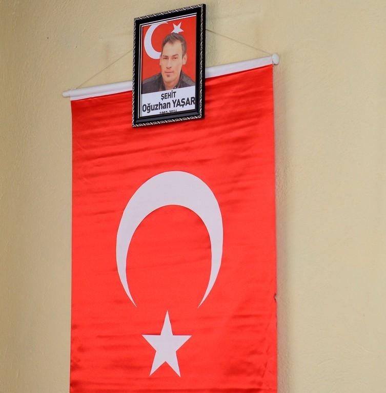 Vali Azizoğlu, 15 Temmuz Demokrasi Şehidi Oğuzhan Yaşar'ın ailesini ziya 1