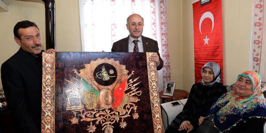 Vali Azizoğlu, 15 Temmuz Demokrasi Şehidi Oğuzhan Yaşar'ın ailesini ziya