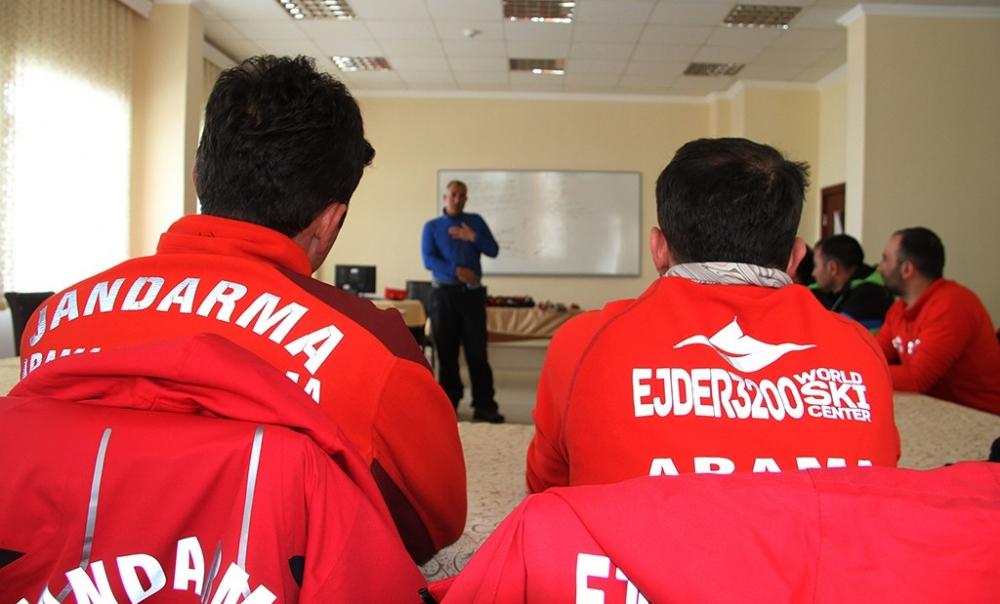 AFAD Erzurum'dan Zirvede Çığ Eğitimi 1
