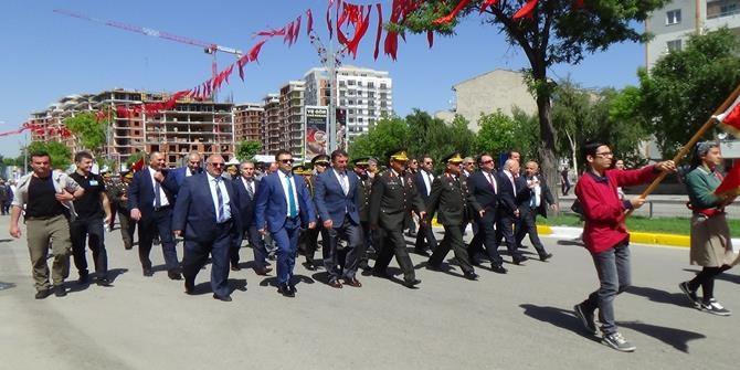 Atatürk'ün Erzurum'a gelişinin 98. yıl dönümü 1