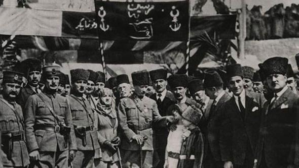 Atatürk'ün çocuk sevgisi Genelkurmay arşivinde... 1