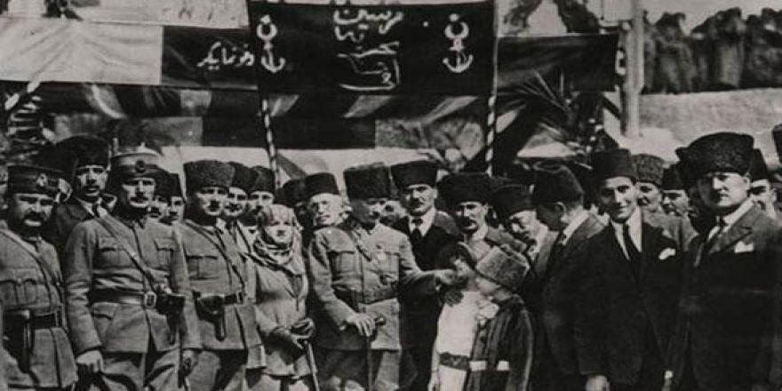 Atatürk'ün çocuk sevgisi Genelkurmay arşivinde...