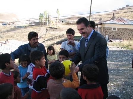 Aydın köy çocuklarını sevindirdi!.. 5