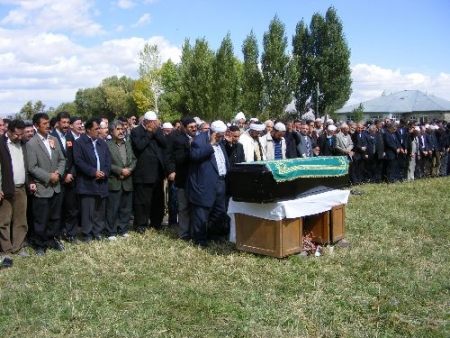 Hınıs'ta Kubbe tepeye gömüldü!.. 2