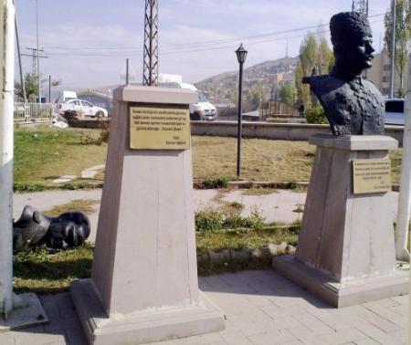 Erzurum'da Ata'ya saldırdılar! 1