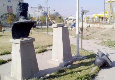 Erzurum'da Ata'ya saldırdılar! 2
