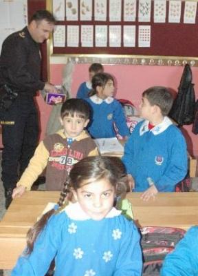 Polis sınıflara böyle girdi!.. 2