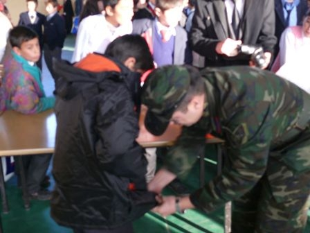 Hınıs'ta 450 öğrenci giydirdiler! 2