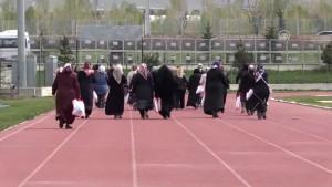 Anneler Atletizm Pistinde Kıyasıya Yarıştı