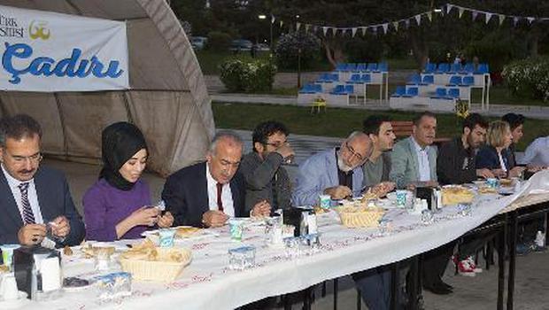 Atatürk Üniversitesi yönetimi, öğrencilerle buluştu