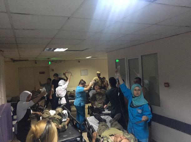 Çok sayıda asker hastaneye kaldırıldı