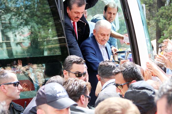 Başbakan'a Erzurum'da sevgi seli