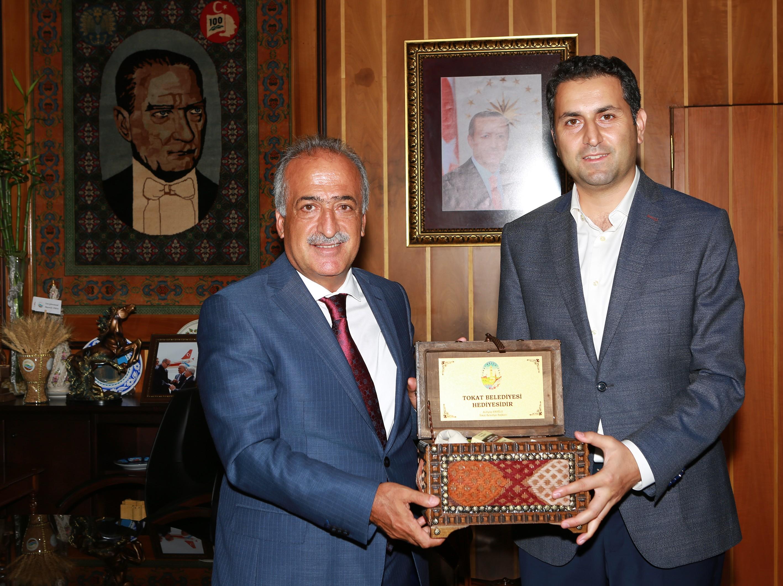 Tokat Belediye Başkanı Eroğlu, Rektör Çomaklı'yı Ziyaret Etti
