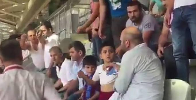 Başakşehir-Trabzonspor maçında çocukların formaları çıkartıldı