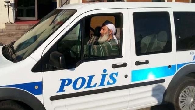 Sakallı ve sarıklı polisin ardından genelge