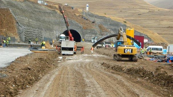 Posof Ulgar Dağı Tünelinde Çalışmalar Yoğunlaştı