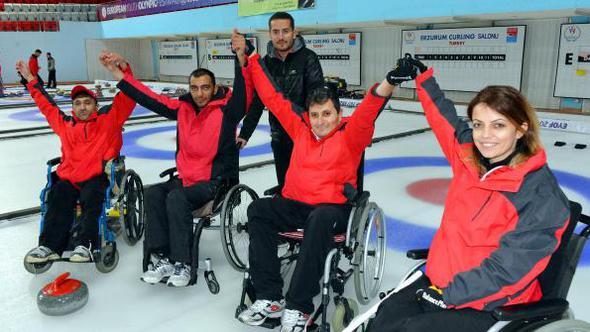 'Curling' hayatlarına renk kattı