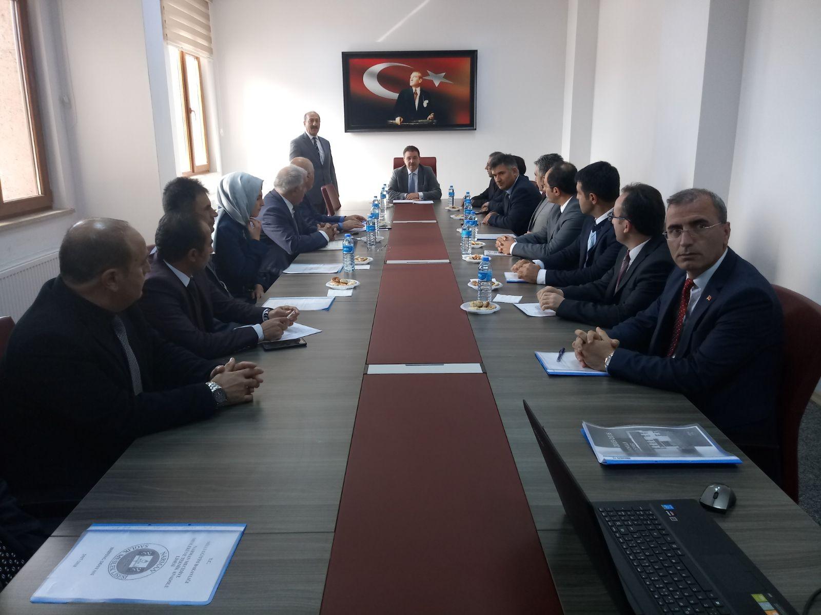 İl Milli Eğitim Müdürü Yıldız, Narman'da okul müdürleriyle toplantı yaptı