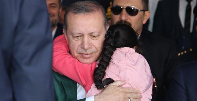 Cumhurbaşkanı Erdoğan'a sarılışın altından dram çıktı