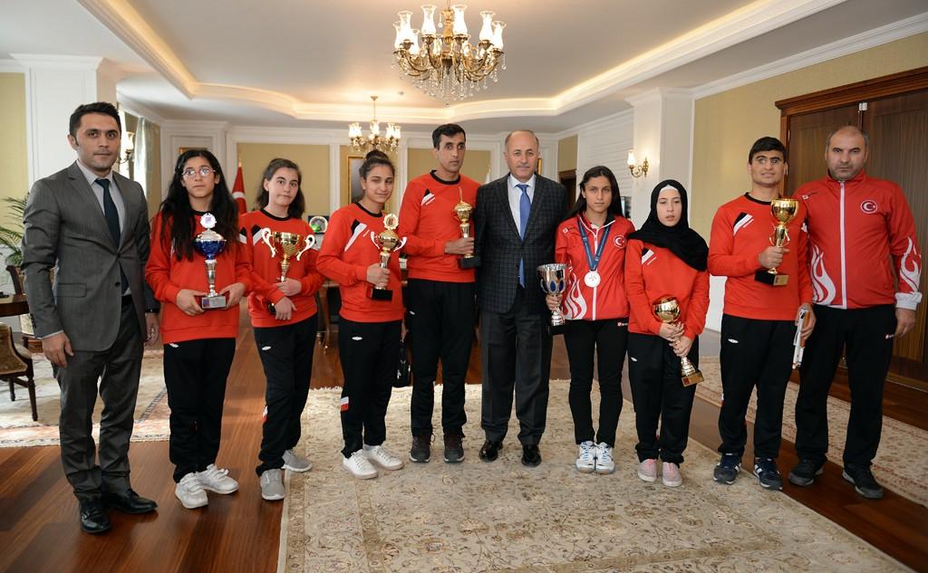 Şampiyonlardan Vali Azizoğlu'na ziyaret