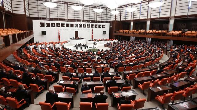 Paradise Belgeleri'nin araştırılması önerisi AK Parti oylarıyla reddedildi
