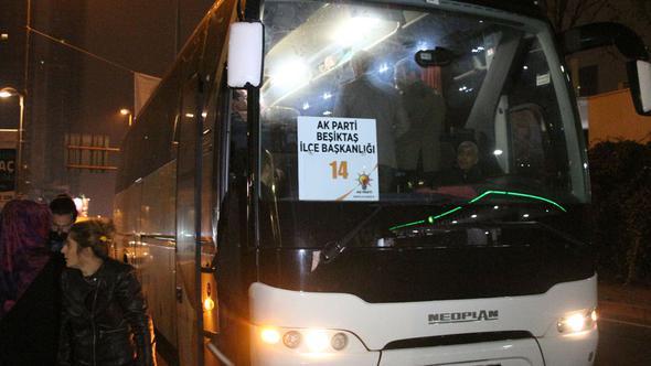AK Partililer dün geceden beri otobüslerle Anıtkabir'e gidiyor