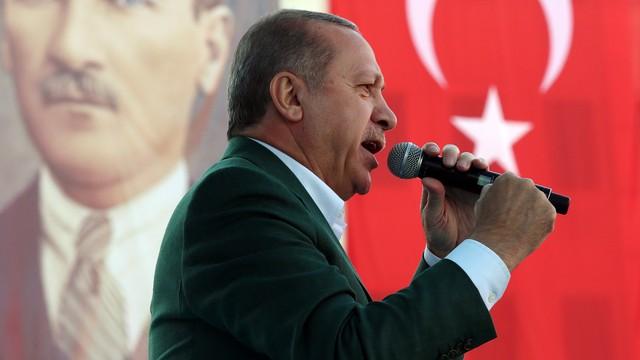 'Erdoğan'dan AK Partili vekillere: İçimizde utanmasalar FETÖ'yü savunacak gafiller var'